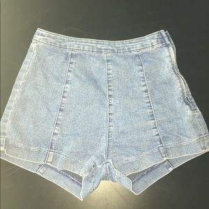 Stylish light blue jean shorts (high waist)